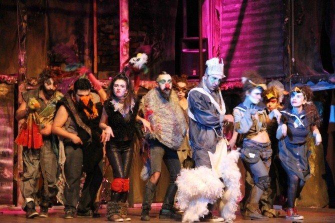 'Kuşlar' Adlı Oyun Kartal'da Sahnelendi