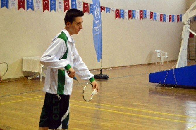 Ayvalık'ta Badminton Heyecanı Başladı