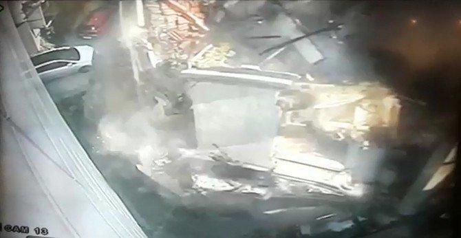 Binanın Saniyeler İçinde Yerle Bir Olması Kamerada