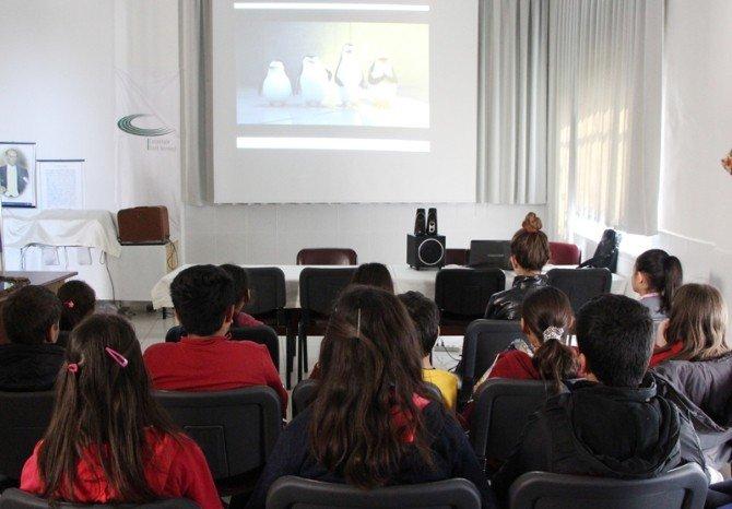 Çocuklar Film Gösteriminde Buluştu