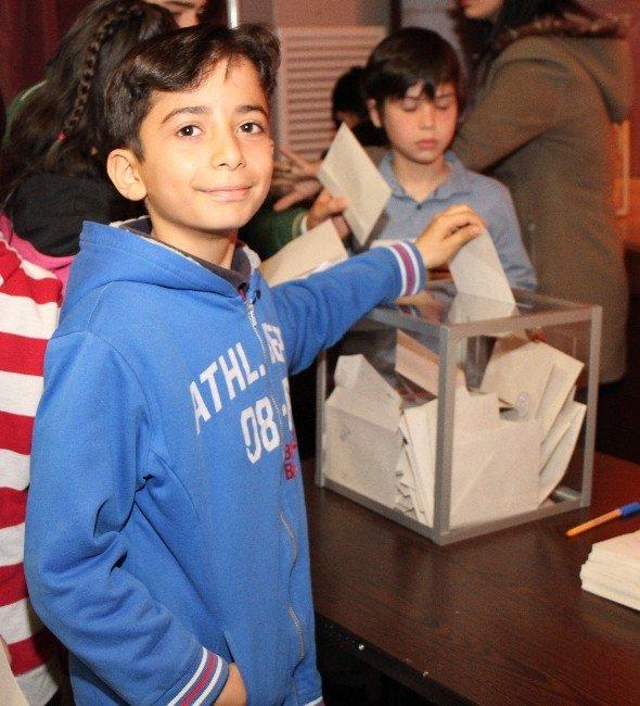 Çocuk Meclisi'nde Seçim Heyecanı