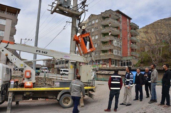 Dicle Elektrik Dağıtım, Uludere Ve Beldelerinde Aydınlatma Çalışmaları Yapıyor