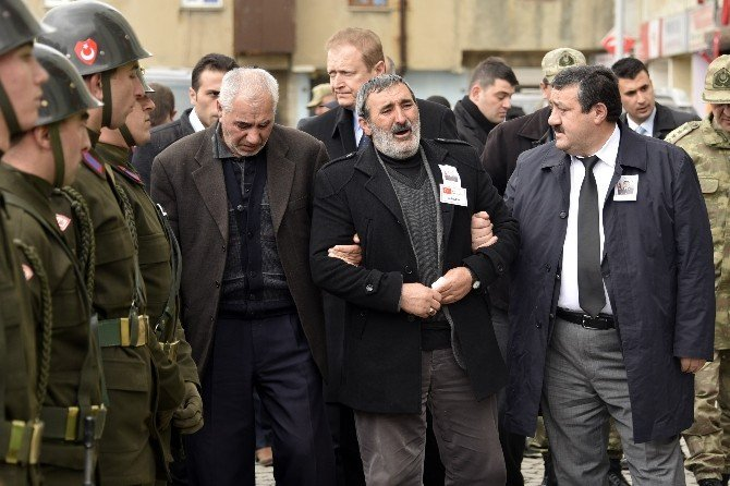 Şehit Üsteğmen Erdem Keskin'in Cenazesi Baba Ocağında