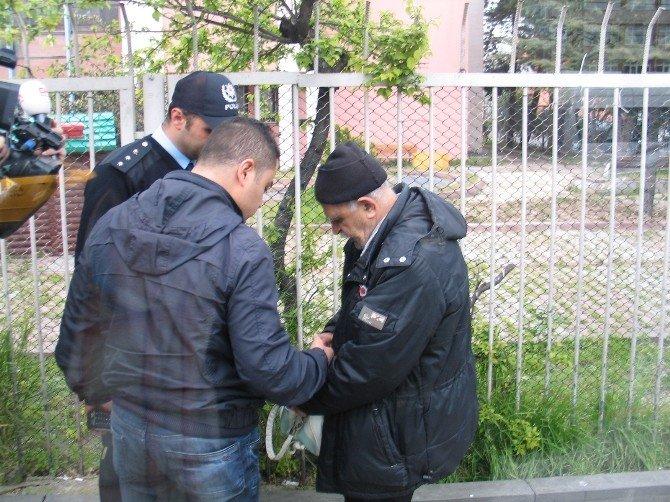 İstanbul'da Durakta Unutulan Çanta Polisi Alarma Geçirdi