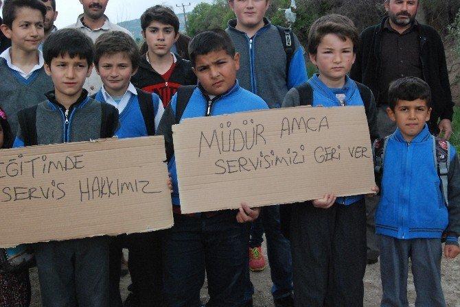 Minik Öğrenciler Yol Kesip Eylem Yaptı