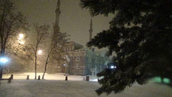 Kars, kar ve tipiye teslim: Hava sıcaklığı eksi 4 dereceye düştü