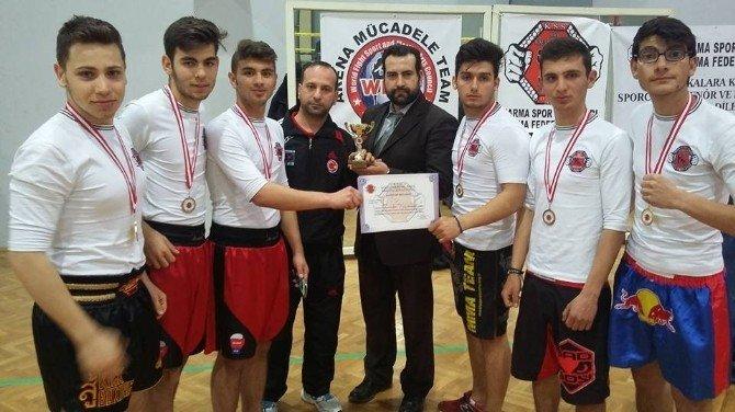 Burhaniyeli Sporcular İzmir'den Madalya İle Döndü