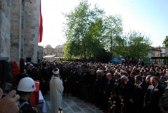 Şehit Yüzbaşı'yı binlerce vatandaş uğurladı
