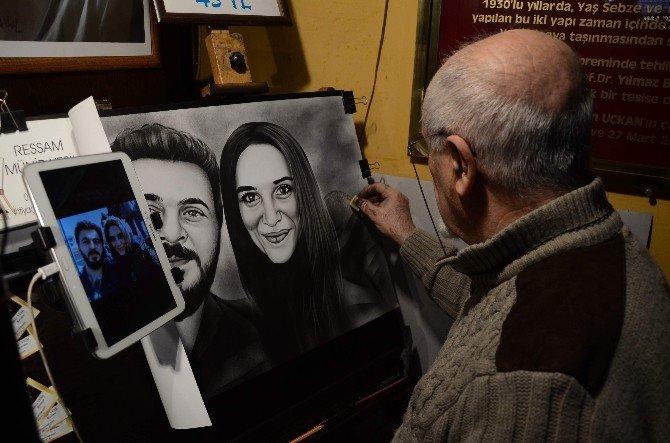 Eğitim Alamadan Profesyonel Olarak Portre Ve Karikatür Çiziyor