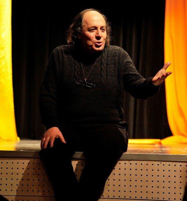 """Tiyatro Sanatçısı Mehmet Esatoğlu: """"Sanat Kendi Toplumunun İnsanını Değiştirmek Zorunda"""""""