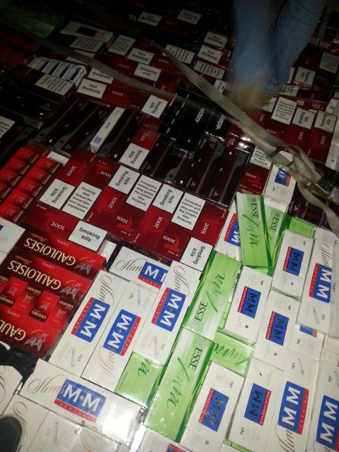 Adana'da kaçak sigara ve içki operasyonu