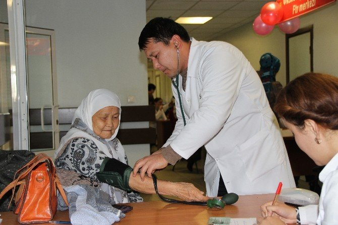 Ahmet Yesevi Üniversitesi Hastanesi'nde Halk Günü
