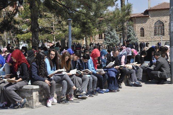 """Aksaray'da """"81 İlde Kitap Okuyoruz"""" Etkinliği"""