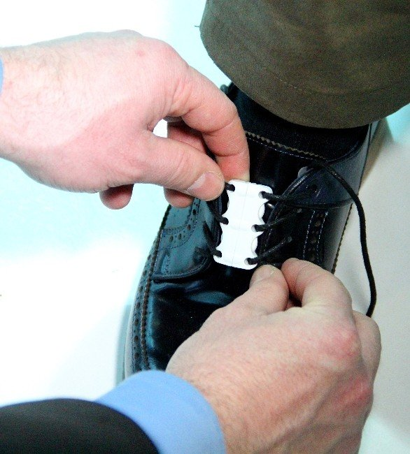 Ayakkabı Bağlama Derdine Son Verecek Ürün