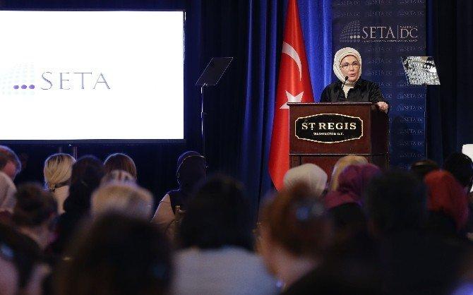 """Emine Erdoğan: """"Bir Zalimin Zulmünden Kaçan Milyonlarca İnsan Merhametin Adresini Bulamadı"""""""