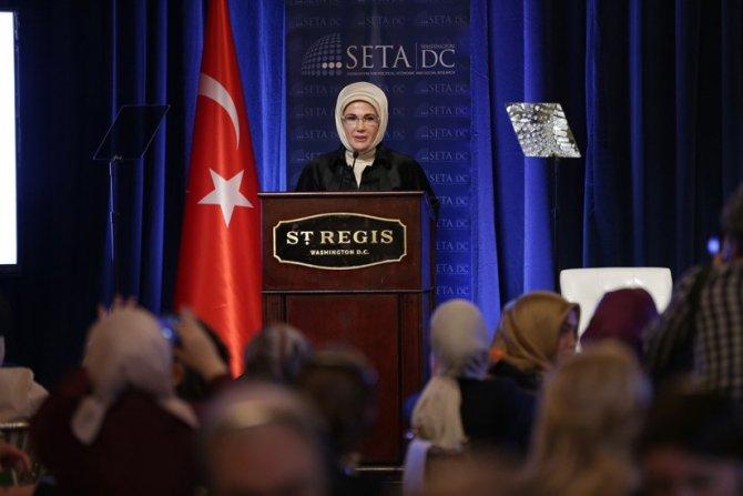 Emine Erdoğan, 'Suriyeli Mülteciler Krizi Paneli'ne katıldı