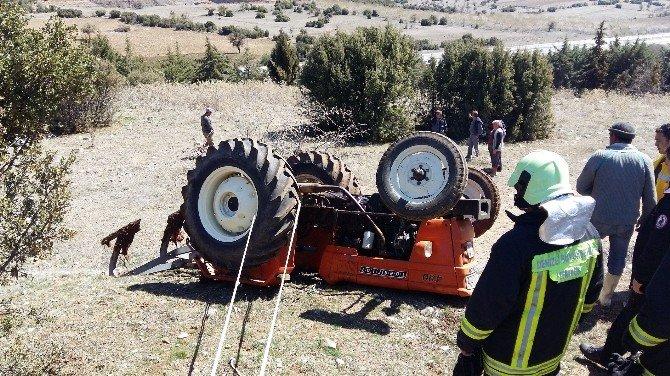 Devrilen Traktörün Altında Kalan Adam Hayatını Kaybetti