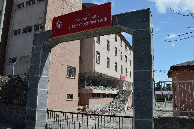 Diyarbakır'da Yetiştirme Yurdu Binasının Yıkımına Başlandı