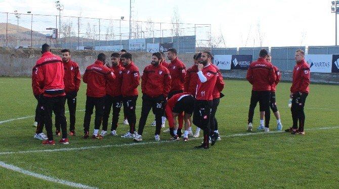 Elazığspor'da Futbolcular Eylem Yaptı