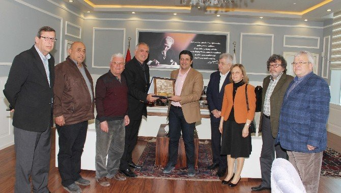 Eski Antalyalılar Derneği'nden Başkan Genç'e Ziyaret