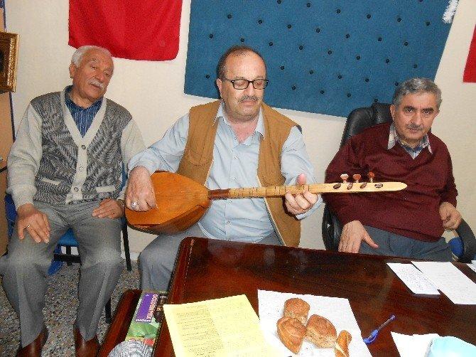 Eskişehirli Şairler Ve Ozanlar Kütüphaneler Haftasını Şiirler Ve Türkülerle Kutladılar