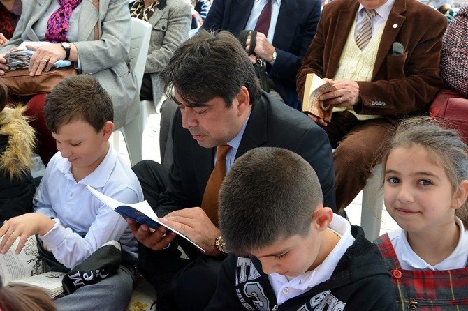 Foça'da Kitap Okuma Etkinliği