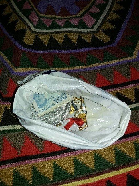 Şaşkın Dolandırıcı Altın Poşeti Diye Kargo Kutusunu Alınca Yakalandı