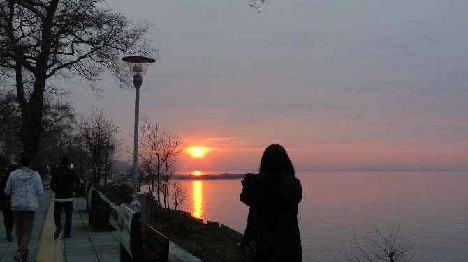 Karadeniz'de Gün Batımı İzleyenleri Hayran Bırakıyor
