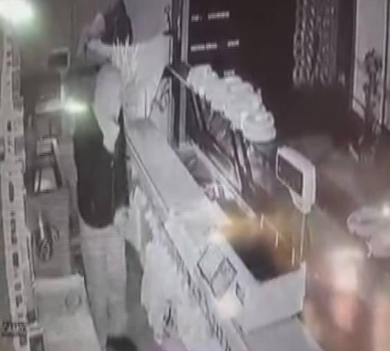 Kar Maskeli Hırsızlar Güvenlik Kameralarında