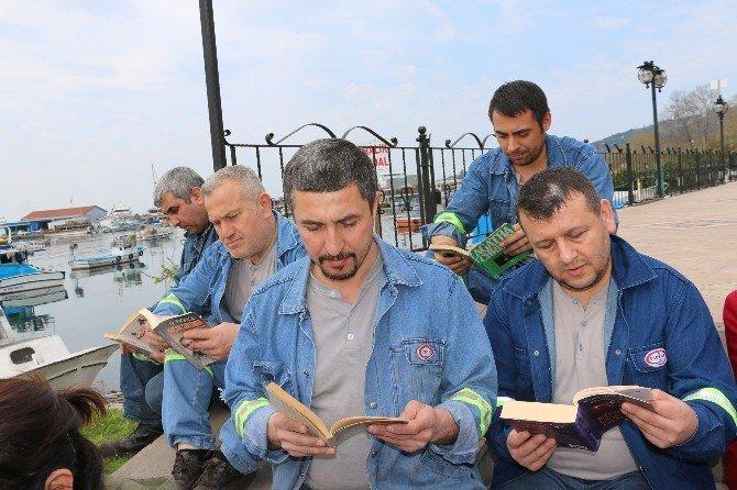 Yüzlerce Kişi Sahilde Kitap Okudu