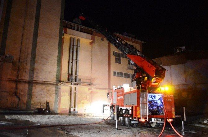 UN Fabrikasında Çıkan Yangın Korkuttu