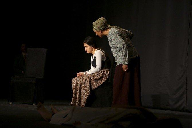 Tiyatro Eğitimini Tamamlayan Öğrenciler Sahne Aldı
