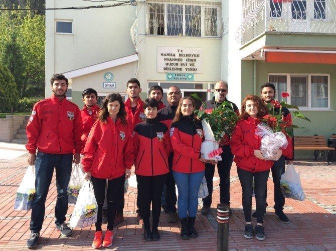 Üniversiteli AKUT Topluluğundan Yaşlılara Ziyaret