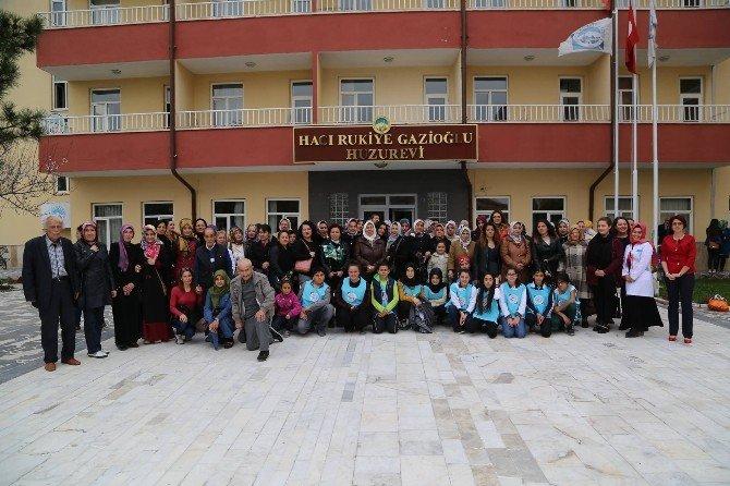 Melikgazi Çocuk Meclisi Huzurevi'ni Ziyaret Etti