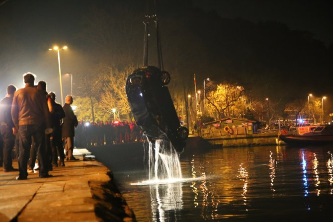 Denize uçan otomobilden cesetleri 18 saat sonra çıkarıldı