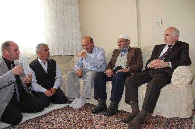 Vali Yusuf Odabaş Şehit Halil Türkoğlunun Ailesine Taziye Ziyaretinde Bulundu
