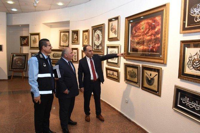 Belediye Protokolü Altay'ın Sergisini Gezdi