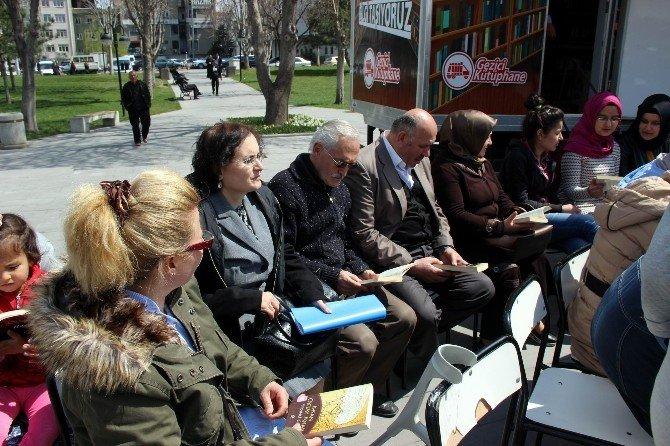 Vatandaşlar Sessiz Okuma Etkinliği'nde Buluştu