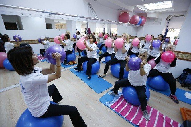 Konak'ta Kadınlar Sporla Güne Zinde Başlıyor