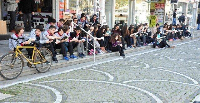 """Lüleburgaz'da """"81 İlde Kitap Okuyoruz"""" Etkinliği"""