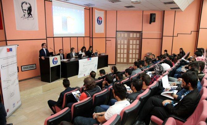 Gaziantep Üniveristesi'nde 'Mültecilerle Gönüllü Çalışmalar' etkinliği