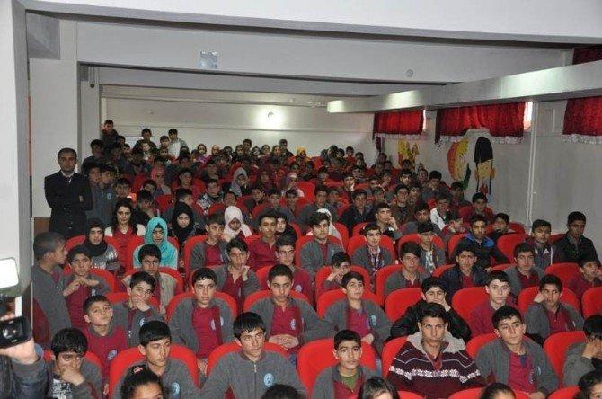 Vali Yavuz Öğrencilerle Bir Araya Geldi