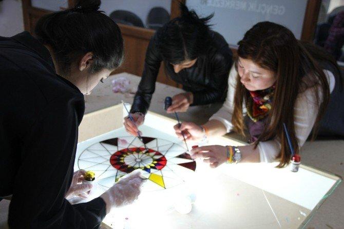 Vanlı Gençler Boş Vakitlerini Sanatla Geçiriyor