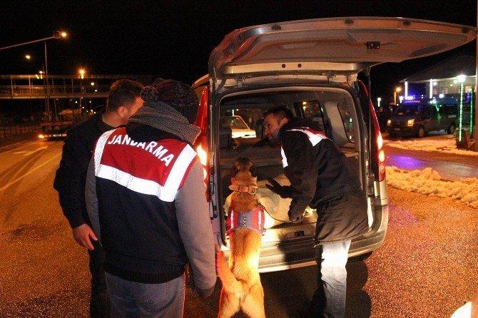 Sivas'ta Jandarma Ve Polis Ekipleri Yol Kontrollerini Sürdürüyor