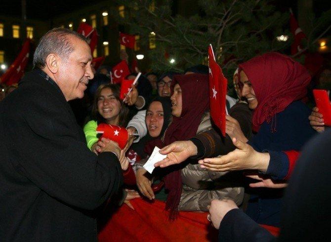 Yozgat İmam Hatip Lisesi Öğrencileri Cumhurbaşkanı Erdoğan İle Tanışmanın Mutluluğunu Yaşıyor