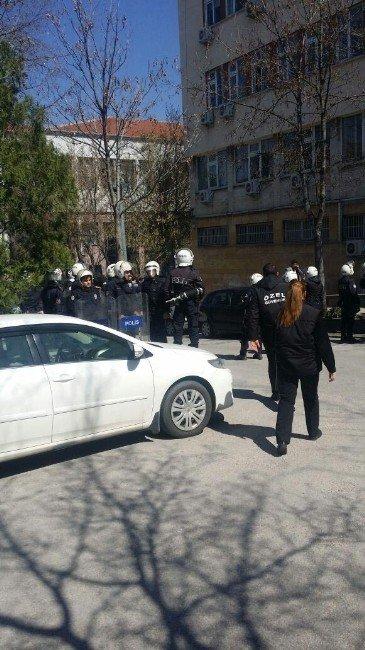 Ankara Üniversitesi'nde Şehit Savcı Kiraz'ı Anan Gruba Saldırı