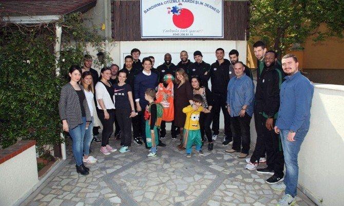Banvit Basketbol Kulubü Otizm Ve Kardeşlik Derneğini Ziyaret Etti