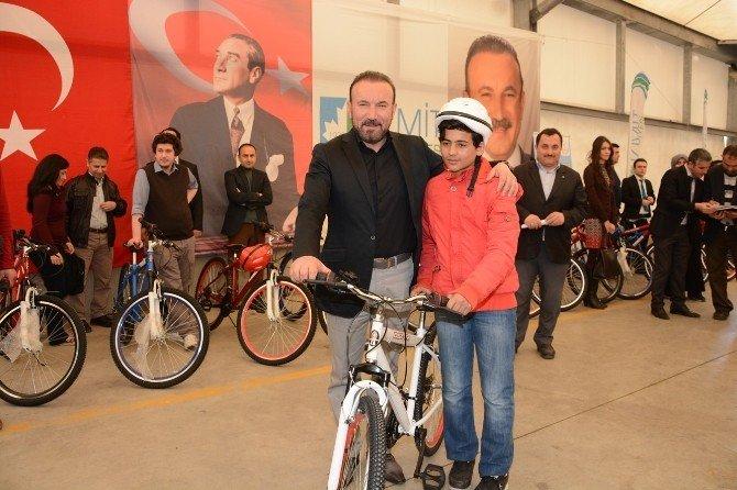 İzmit'te Öğrenci Ve Öğretmenler Bisikletlerine Kavuştu