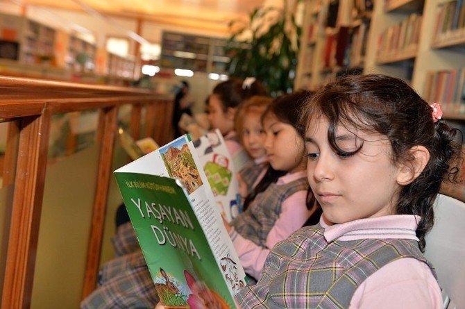 Beyoğlu Kitap Okuyor