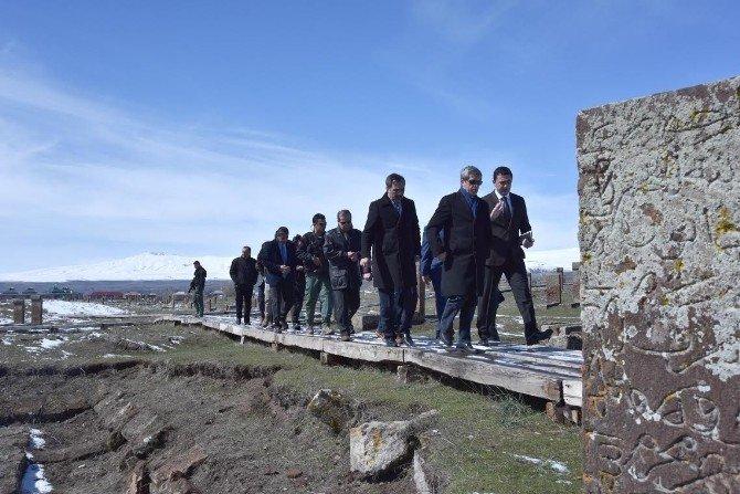 Vali Çınar'ın Ahlat Ziyareti